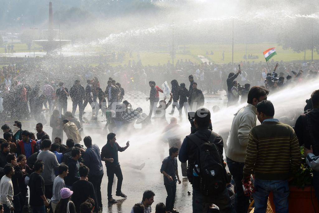 インドで性犯罪への罰則強化求めるデモ、集団暴行がきっかけ