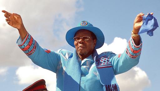 マラウイ大統領、懲役14年の同性カップルに恩赦