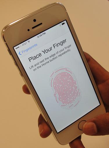 独ハッカー集団、iPhone新機種の指紋認証を不正通過