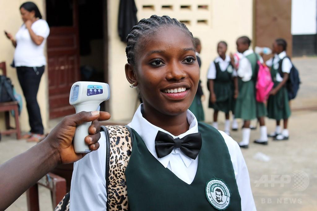 リベリアで学校再開、エボラ危機克服の兆しで