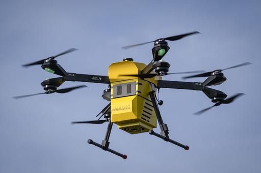輸血用血液や薬剤を運搬、医療用ドローンを試験飛行 ポーランド