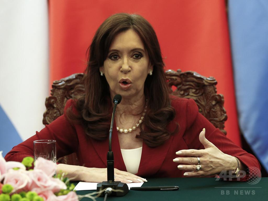 アルゼンチン大統領、アジア人の発音からかうツイートで非難浴びる