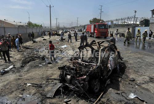 タリバン、「米アフガン協定は正当性欠く」 カブールで自動車爆弾攻撃