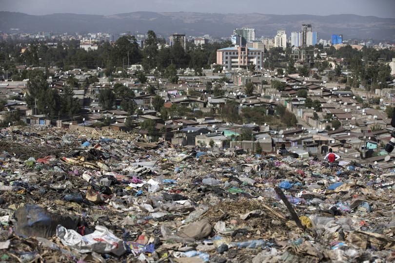エチオピアのごみ山崩落、死者113人に