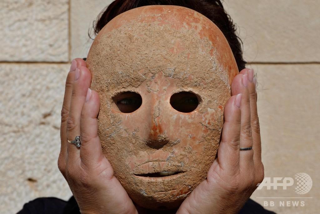 9000年前の希少な石の仮面、イスラエル考古学庁が公開