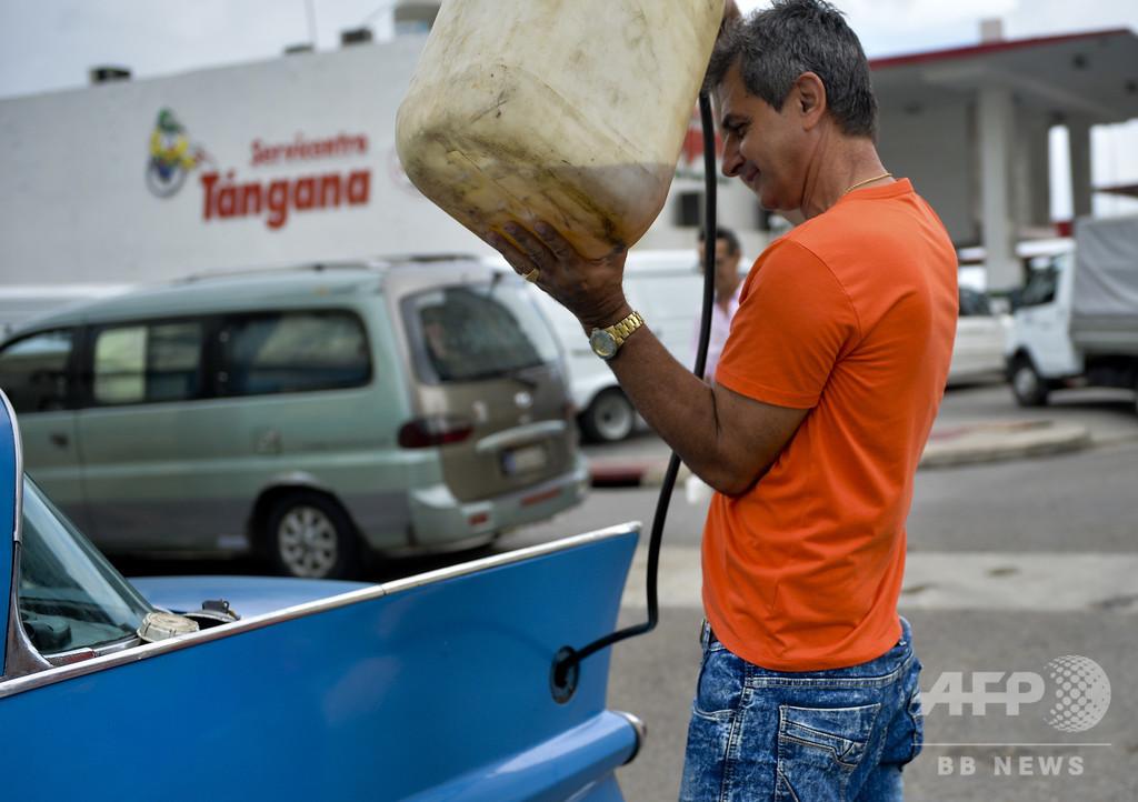 燃料不足深刻化のキューバ、廃タイヤ燃やして石油節約