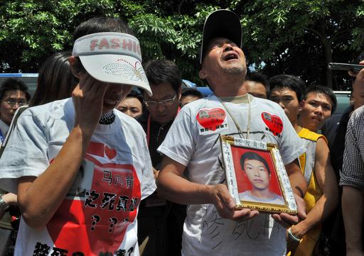 中国iPhone工場の連続自殺、デルやソニーも実態調査
