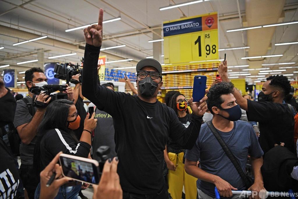 ブラジル、黒人男性が白人警備員に暴行受け死亡 抗議運動広がる