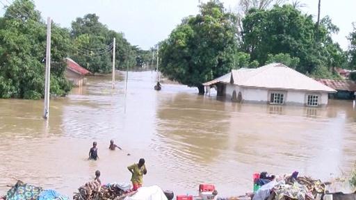 動画:ナイジェリア洪水で100人以上死亡、豪雨で川が氾濫