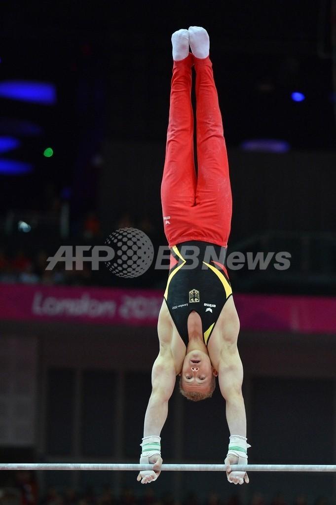 ゾンダーランドが鉄棒で金メダルを獲得