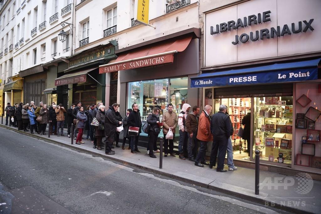 「シャルリー」求め店から店へ… 風刺紙支持に動いた仏市民たち