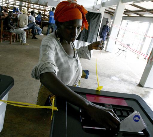 開票作業続くシエラレオネ選挙、一部開票所付近で暴徒発生