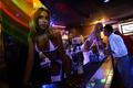 チリの首都で「脚のカフェ」、男性の間で人気急増