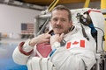 3宇宙飛行士が帰還、「スペイス・オディティ」歌った彼も