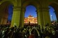 ハンガリー首都で反オルバン首相デモ、総選挙結果に抗議