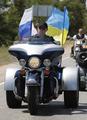 あの「タフガイ」が暴走?プーチン首相、ハーレーを走らせる