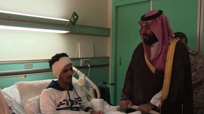 動画:サウジ、ムハンマド皇太子が負傷兵士を訪問