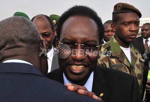 クーデターのマリ、大統領が辞任 暫定首相の下で選挙へ