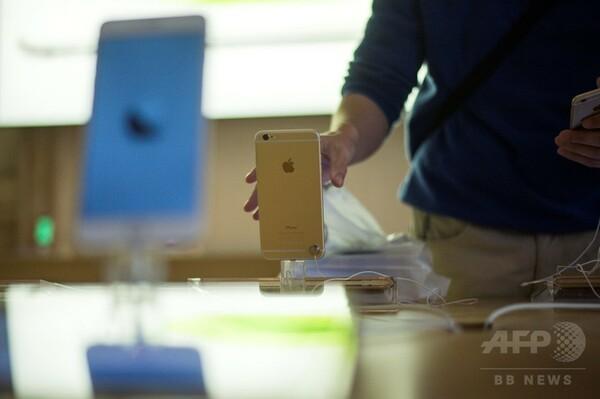アップル、iPhone速度低下問題で謝罪 バッテリー交換の割引発表