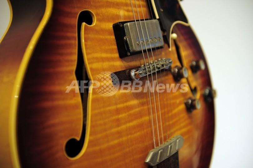 ギターのギブソン、木材の違法輸入で違反金 米国