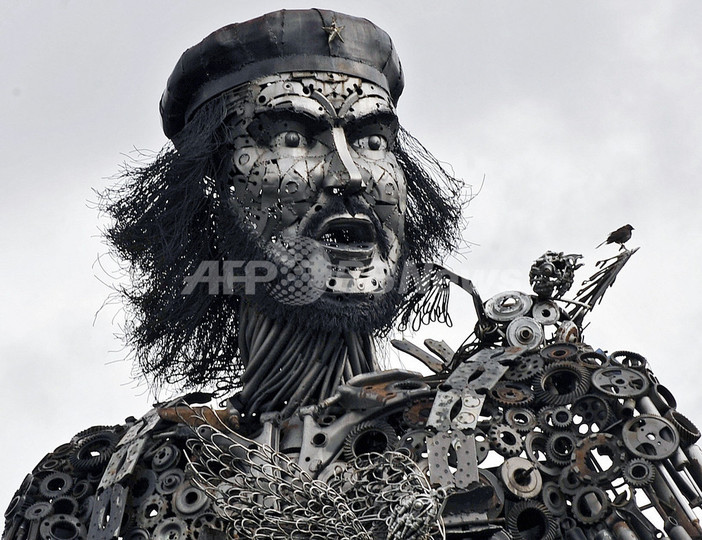 革命的アート?斬新なゲバラ像、ボリビア