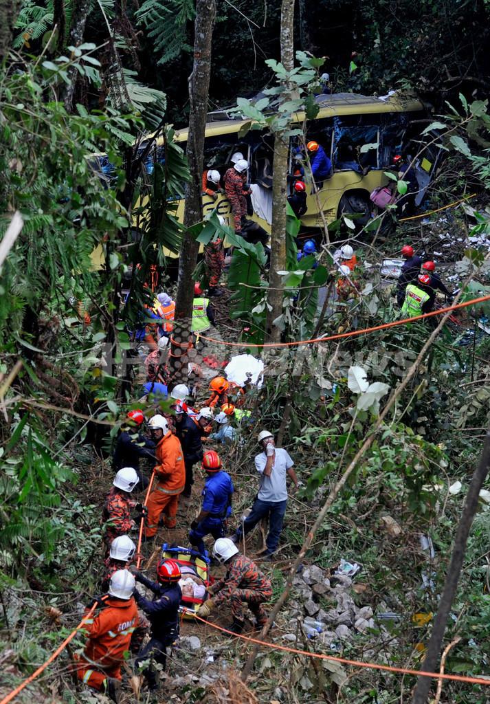 バスが谷に転落、37人死亡 マレーシア史上最悪の交通事故