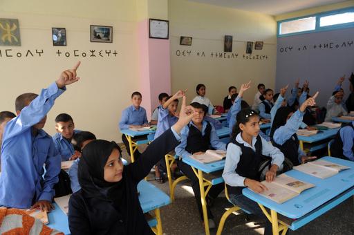 サマータイムのせいで登校が夜明け前に、モロッコで生徒らが抗議デモ