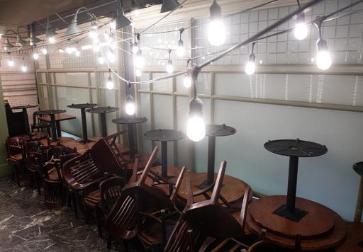 閉鎖前日の飲食店訪れた客が1万ドルのチップ 米フロリダ