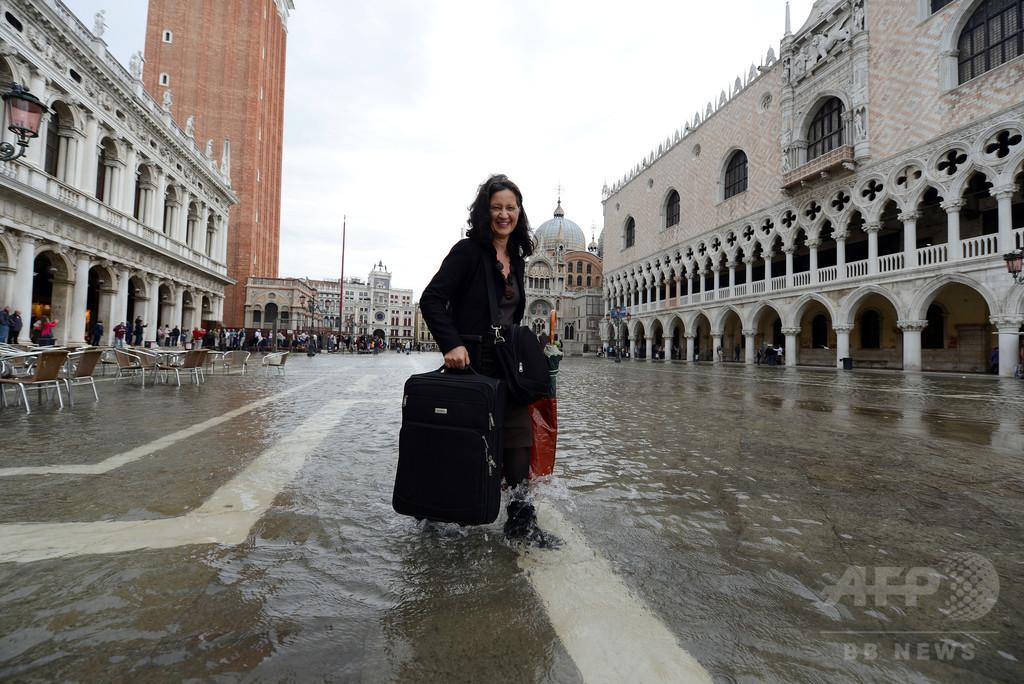 伊ベネチア、スーツケースの車輪が発する音に「宣戦布告」