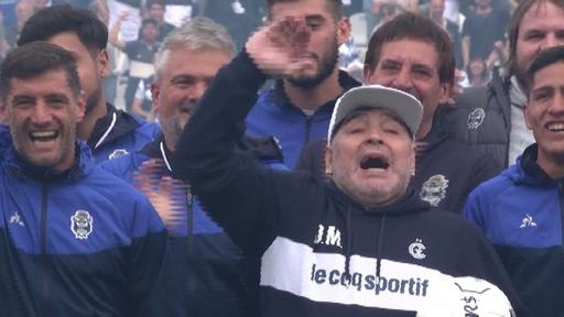 動画:マラドーナ氏、母国クラブの監督に就任 ファン数千人が大歓迎