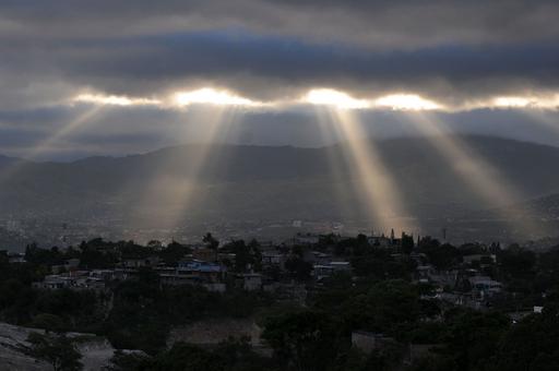雲間から差す光、ホンジュラス