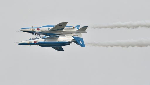 息ぴったり!ブルーインパルスの妙技、入間航空祭