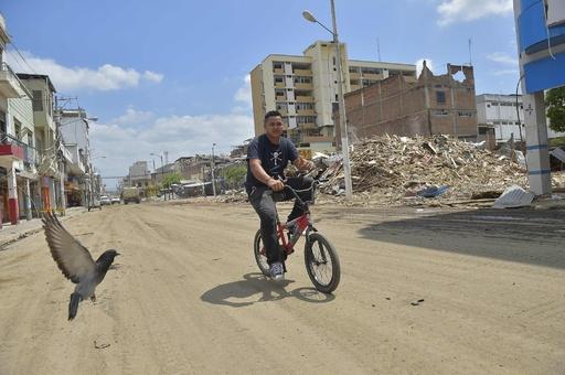 大地震の被災地、エクアドル西部ポルトビエホ