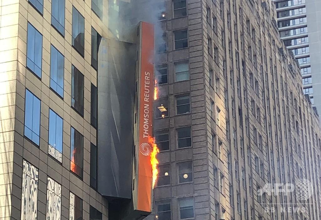 NYタイムズスクエアの電子看板から出火、けが人や建物被害はなし 米国