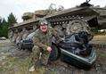 戦車で車をグシャッ!NZ式ストレス発散法、あなたもいかが?