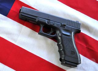 銃愛好家の米女性、4歳息子の誤射で重傷 フロリダ