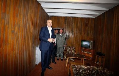 独裁者の核防空壕を一般公開、観光資源に アルバニア