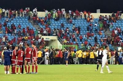 ガーナ対赤道ギニアの試合でトラブル、試合が一時中断
