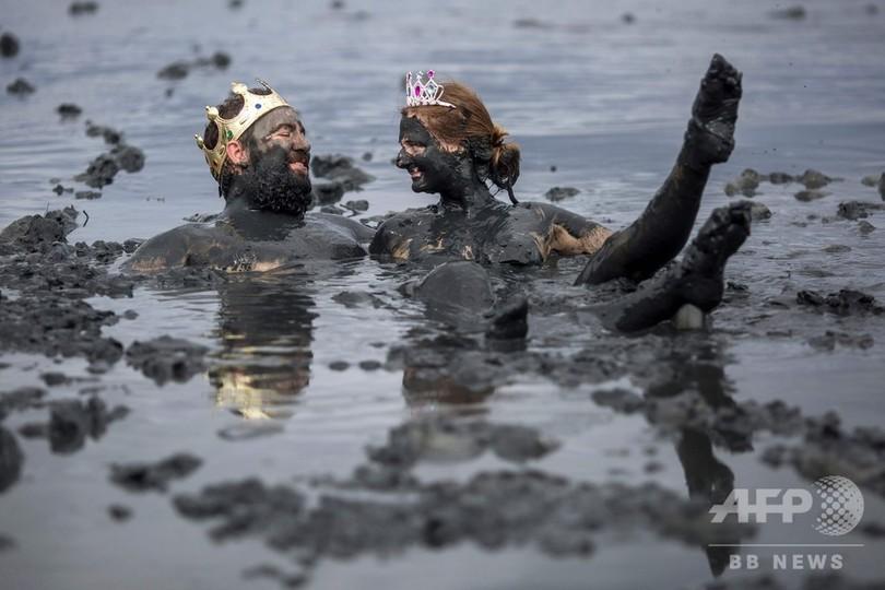 大人も子どもも大はしゃぎ! ブラジルで「泥の祭り」開催 写真18枚 ...