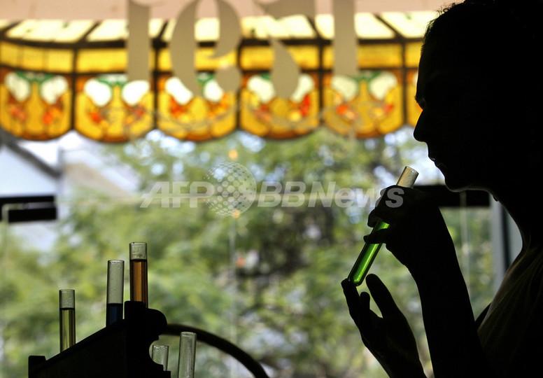 UAEとカタールで「殺人香水」のうわさ、当局は否定に躍起