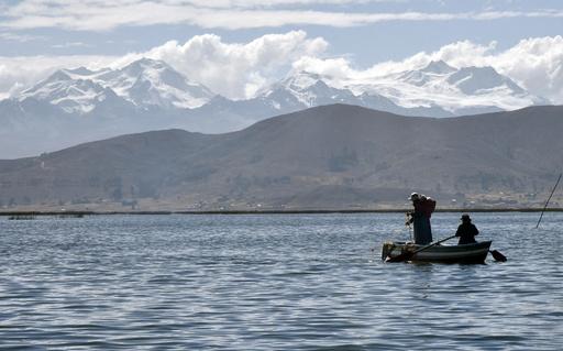 「聖地」チチカカ湖の底に水中博物館建設へ ボリビア