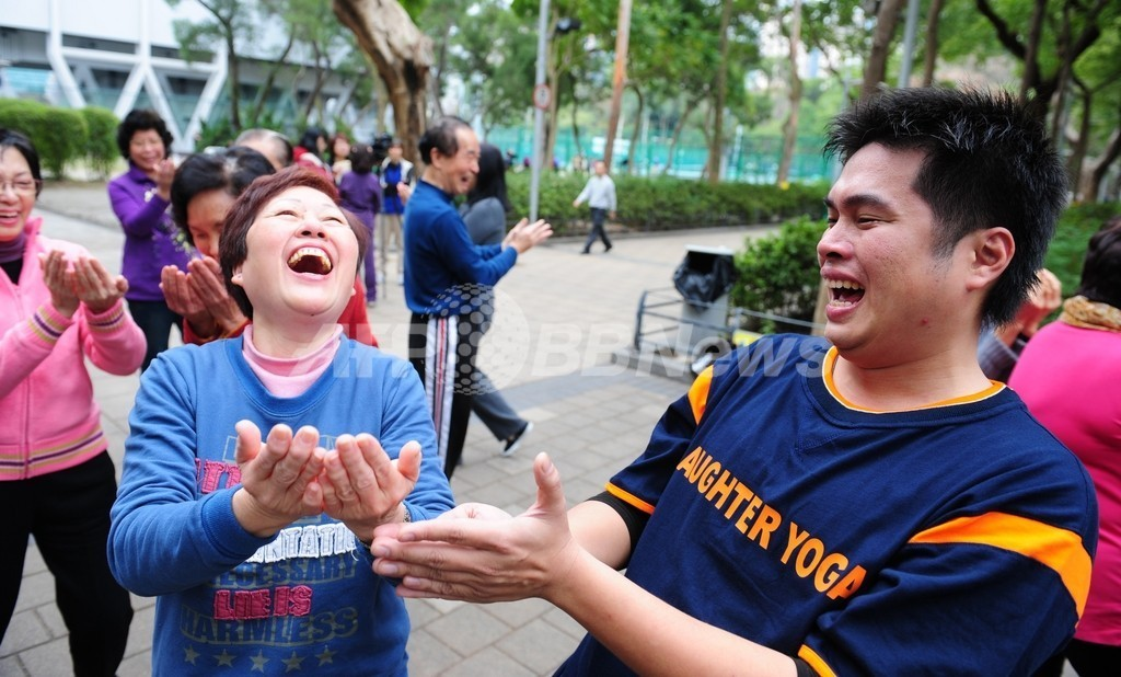 早朝に「笑ってストレス解消」するヨガ集団、苦情受けて中止に インド
