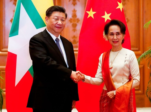 中国とミャンマーが経済協定調印、「世界が終わるまで足並みそろえる」とスー・チー氏