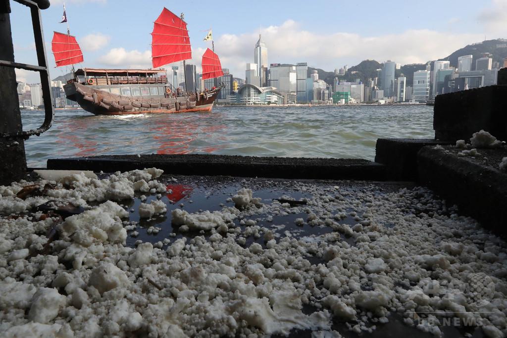 パーム油流出でビーチ10か所閉鎖、船舶事故で 香港