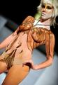 体にお化粧 LAでボディーペインティングのショー