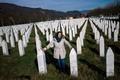ムラディッチ被告終身刑、虐殺遺族に安堵 「息子の死に償い」