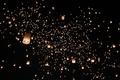 空に放たれるランタン、娯楽・祝賀活動の制限も緩やかに タイ