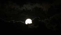 満月の夜、世界各地で部分月食