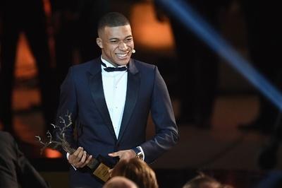 若手バロンドールの「コパ・トロフィー」はエムバペが受賞