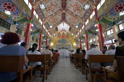 龍や獅子像も、寺院のようなカトリック教会 台湾